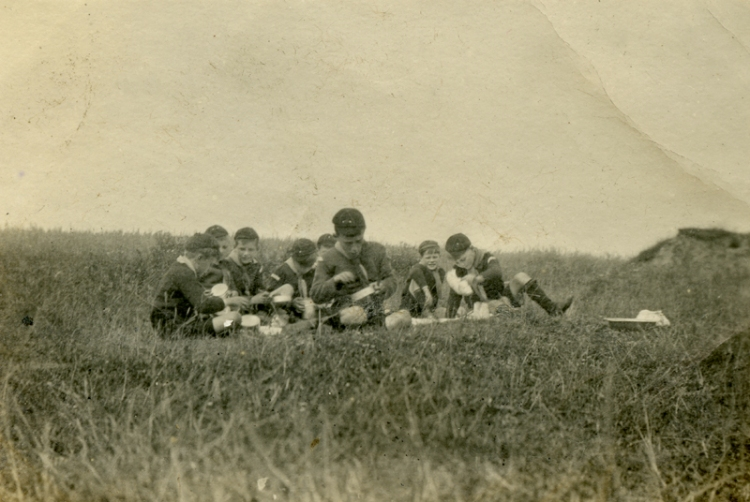 Cubs at dinner Mundesley 1919a