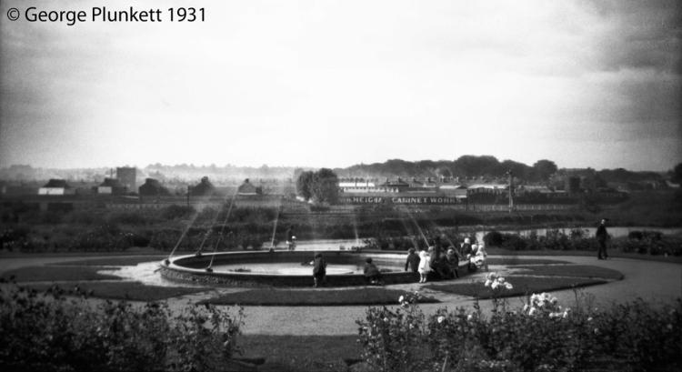 Wensum Park fountain view towards N Heigham [B164] 1931-00-00